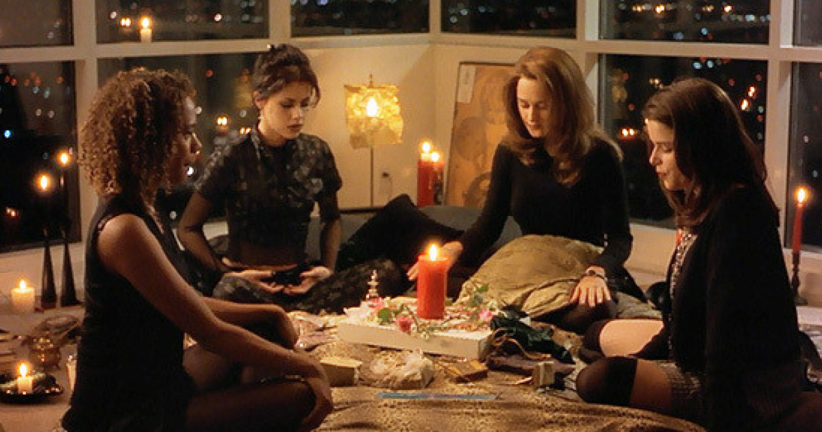 The girls in 'The Craft' performing a spell in Nancy's new apartment