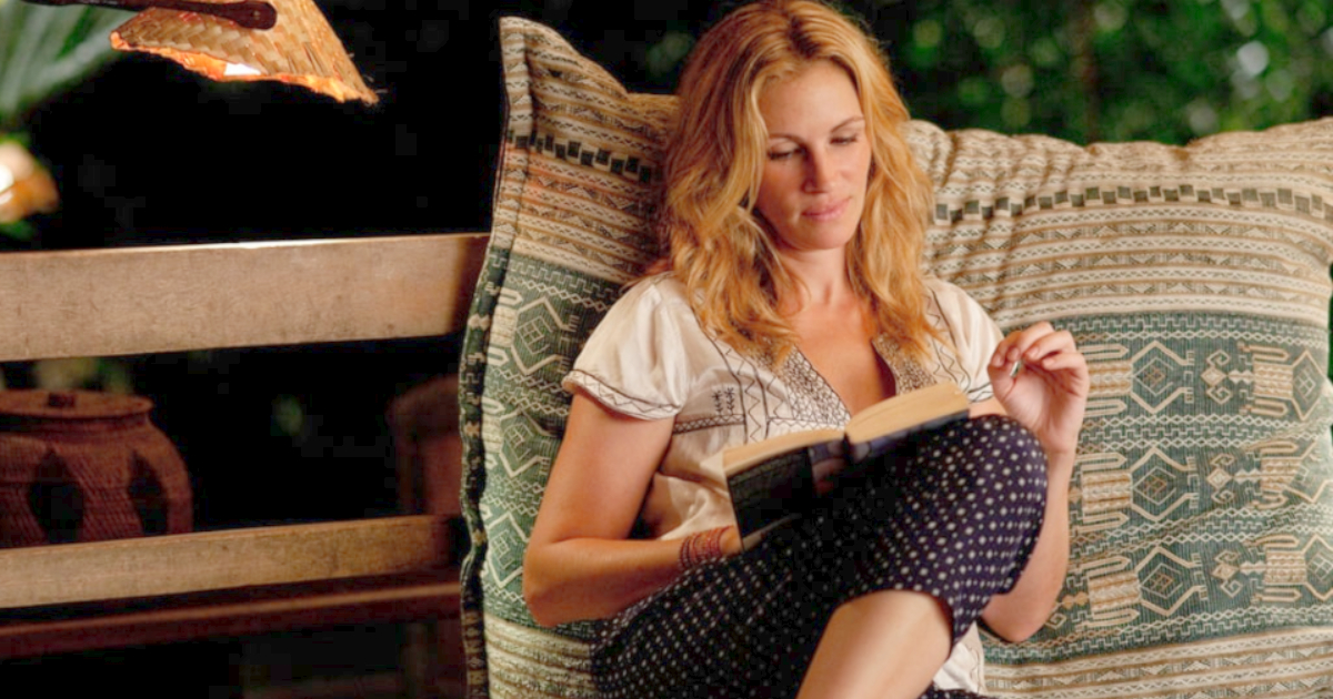 Julia Roberts as Liz Gilbert writing in her journal in a scene from 'Eat Pray Love'