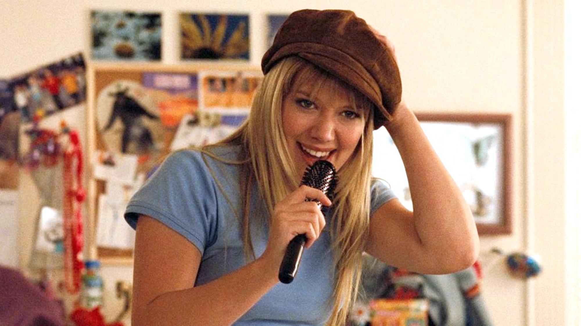 Lizzie McGuire Movie, singing, embarassing, Hilary Duff, teenager
