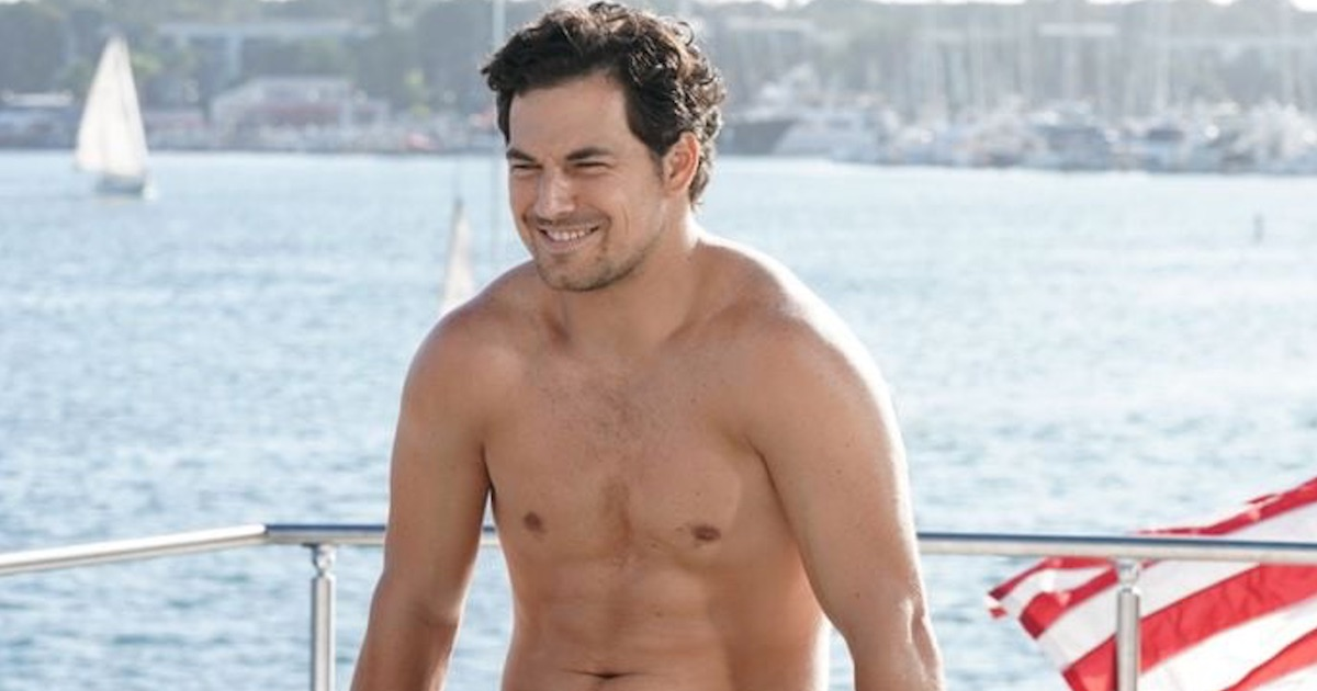 andrew deluca shirtless on boat grey's anatomy