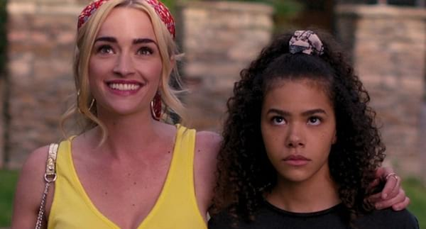 image of ginny and georgia from the tv show ginny and georgia, tv