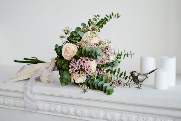 summer wedding bouquet inspo, bouquet with eucalyptus