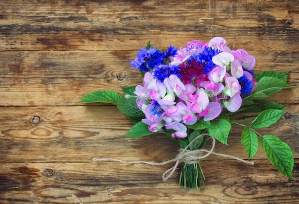 sweet pea summer wedding bouquet